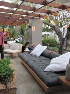 63 The Most Popular Outdoor Living Room Decoration Models Tips To Furnishing Your Outdoor Living Space 3 ~ Top Home Design Outdoor Sofa, Outdoor Seating, Outdoor Rooms, Outdoor Decor, Outdoor Kitchens, Outdoor Events, Outdoor Ideas, Outdoor Living Spaces, Outdoor Loungers