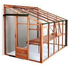 Muurkas van hout - makkelijk bereikbaar vanaf de veranda.