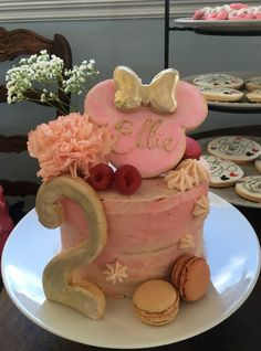 Minnie Mouse naked cake