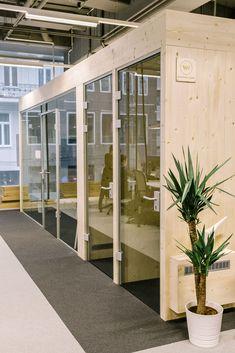 Büroräume aus Holz & Glas Divider, Furniture, Home Decor, Glass, Life, Timber Wood, Homes, Homemade Home Decor, Home Furnishings