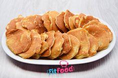 Placki z jabłkami, smażone bez tłuszczu, na suchej patelni. Dzięki minimalnej ilości oleju kokosowego w cieście, nie ma potrzeby dodawania tłuszczu podczas smażenia placków. Placki wychodzą lekkie, puszyste i dużo zdrowsze od tych smażonych tradycyjnie. Snack Recipes, Snacks, Kefir, Chips, Food And Drink, Menu, Cooking, Mascarpone, Snack Mix Recipes