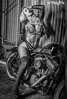 Lady Biker, Biker Girl, Biker Baby, Motos Sexy, Chicks On Bikes, Motorbike Girl, Motorcycle Babe, Old Motorcycles, Mädchen In Bikinis