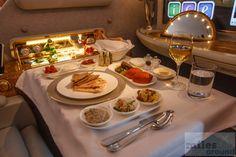 Emirates First Class Suite Arabic Mezze Emirates First Class, First Class Airline, Flying First Class, First Class Seats, First Class Flights, Emirates Airline, Emirates Airbus, Airbus A380, Dubai