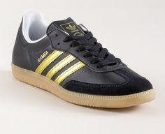 sambas with gold stripes Vintage Sneakers, Classic Sneakers, Sergio Tacchini, Football Casuals, Adidas Retro, Tola, School Sports, Men's Footwear, Gold Stripes
