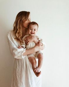 Mom And Baby Photography Discover First Time Moms Breastfeeding Checklist - DIY Darlin Mommy And Baby Pictures, Baby Boy Photos, Boy Pictures, Mommy And Me Photo Shoot, Boy Photo Shoot, Mama Baby, Mother Baby Photography, Children Photography, Mother And Baby