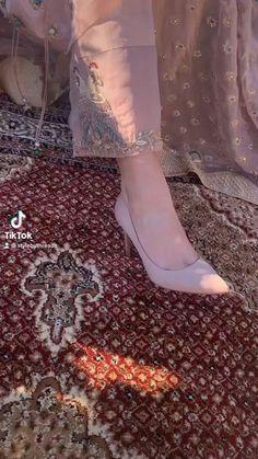 Punjabi Suit Boutique, Boutique Suits, Boutique Fashion, Beautiful Dress Designs, Stylish Dress Designs, Punjabi Fashion, Indian Fashion Dresses, Designer Punjabi Suits, Indian Designer Outfits
