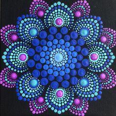 Flower burst dot mandala on black 6 x 6 canvas board blue magenta turquoise Blume Burst Punkt Mandala auf schwarz 6 x 6 Dot Art Painting, Rock Painting Designs, Painting Patterns, Stone Painting, Painting Tools, Mandala Design, Mandala Pattern, Mandalas Painting, Mandalas Drawing