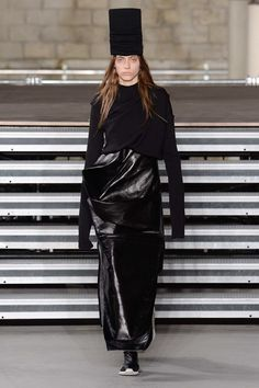 Rick Owens Fall 2017 Ready-to-Wear Fashion Show - Odette Pavlova (Next)