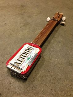 Make a guitar from an old Altoids tin --DYI