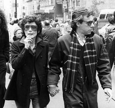 Audrey Hepburn and director Peter Bogdanovich on the streets of New York during the production of They All Laughed, 1981 Audrey Hepburn Born, Audrey Hepburn Quotes, Vintage Year, Black White, She Movie, British Actresses, New York Street, Vintage Beauty, Old Hollywood