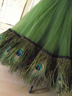 Green Tulle Skirt with Peacock Feather Fringe at Hem . Peacock Colors, Peacock Theme, Peacock Design, Peacock Wedding, Peacock Feathers, Wedding Flowers, Floral Design, Green Peacock, Design Art