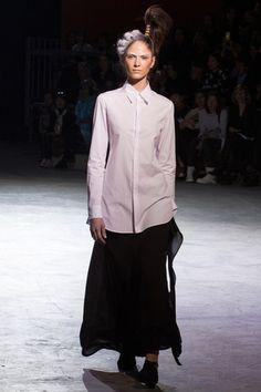 Yohji Yamamoto Spring 2014 Ready-to-Wear Collection - Vogue Japanese Fashion Designers, Monochrome Outfit, Monochrome Clothing, 2014 Fashion Trends, Fashion Ideas, Fashion Silhouette, Yohji Yamamoto, Types Of Fashion Styles, Modest Fashion