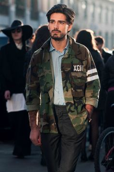 Guys, check out outfit ideas and styling tips on how to wear camo print in 2019 from the team at Style Girlfriend, and shop our favorite camo picks. Camo Fashion, Military Fashion, Men's Fashion, Young Fashion, Camo Jacket, Military Jacket, Military Style, Military Surplus, Military Personnel