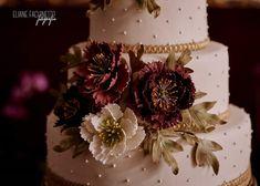 Bolo casamento marsala Panna Cotta, Ethnic Recipes, Food, Wedding Event Planner, Dulce De Leche, Essen, Meals, Yemek, Eten