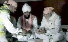 वाराणसी: PM मोदी ने रविदास मंदिर में की पूजा, प्रसाद भी ग्रहण किया