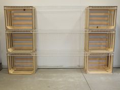 Some simple Apple / Potato Crates out of Pine with some Wire racks. This makes a sturdy portable Crate storage system and an easily set up temporary shelving. Milk Crate Furniture, Diy Pallet Furniture, Diy Furniture Projects, Recycled Furniture, Milk Crate Shelves, Milk Crate Storage, Plastic Crates, Plastic Shelves, Crate Seats