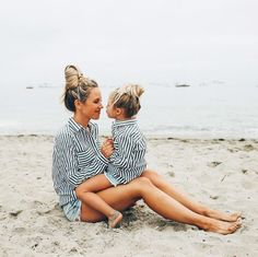 64 Trendy How To Hang Clothes Memories Mother Daughter Poses, Mother Daughter Pictures, Mother Daughter Fashion, Mother Daughter Photography, Fotos Strand, Mommy And Me Photo Shoot, Family Beach Pictures, Future Mom, Foto Baby