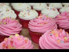 ▶ Curso básico: decorar un cupcake o panquecito con frosting. How to make frosting cupcakes - YouTube