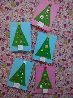 Μέσα στο πνεύμα των Χριστουγέννων και τα παιδικά τμήματα.Αφού έραψαν τα ωραία κουμπιά πάνω στο τσόχινο δεντράκι,το γάζωσαν πάνω στην κάρτα!Μπράβο στις μικρές μας φίλες!!