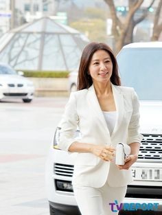 Kim Hee-ae (김희애) - Picture @ HanCinema :: The Korean Movie and Drama Database Best Casual Outfits, Character Profile, Asian Ladies, Korean Star, Korean Actresses, Korean Women, Irene, South Korea, Asian Woman