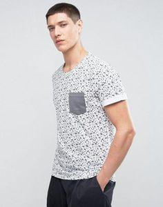 Camiseta con estampado geométrico y bolsillo en contraste de Casual Friday