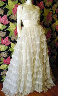 1950s. Strapless. Ruffled skirt edged with chantilly