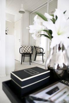 Homevialaura | Entry | Hallway | TON Chair 30 | Ikea Hektar