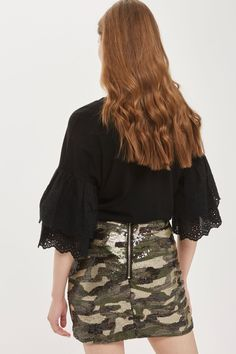 A fun combination of sequins and camouflage, this striking mini skirt is one for the daring. This fitted style is finished with a back-zip fastening. Clash trends by pairing with a ruffle top and platform heels.