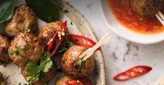 Succulentes boulettes thaïlandaises avec sauce au chili doux
