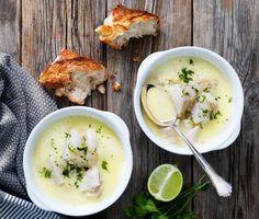En enkel men ljuvligt god fisksoppa med torsk där basen består av kokosmjölk. Soppan smaksätts med schalottenlök, vitlök, örter, ingefära och gurkmeja. Toppa med några droppar tabasco om du vill ha lite extra sting.
