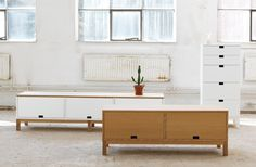 Förvaringsmöbler i vitt och ek. EM Möbler-Alvaret Bench, Storage, Parlour, Furniture, Home Decor, Purse Storage, Decoration Home, Room Decor, Benches