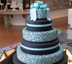 Azul e preto foram as cores da festa da Jaqueline Servienski. Veja todos os detalhes!