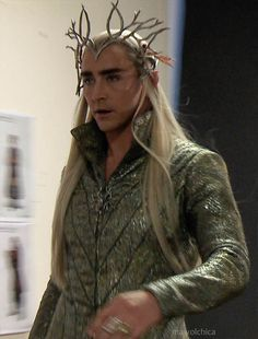Lee Pace trying on his Thranduil costume in The Desolation of Smaug extended edition features. Lee Pace Thranduil, Legolas And Thranduil, Aragorn, Gandalf, Lotr, Mirkwood Elves, O Hobbit, Desolation Of Smaug, King Of My Heart