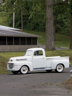 1950 Ford F-1 ><  this is the first truck pic I actually like the white walls on a truck