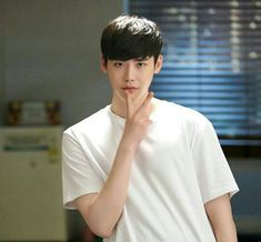 Here's the list of top 10 most popular and handsome Korean drama actors who make our hearts melt from the very first time we look at them! Here you will also find some drama recommendations! Lee Jong Suk Cute, Lee Jung Suk, Sung Kang, Korean Celebrities, Korean Actors, Asian Actors, Korean Guys, Lee Min Ho, Lee Jong Suk Wallpaper