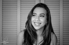 A vida me ensinou que chorar alivia, mas sorrir torna tudo mais bonito.  Linda Vitória em seu ensaio de 15 Anos.