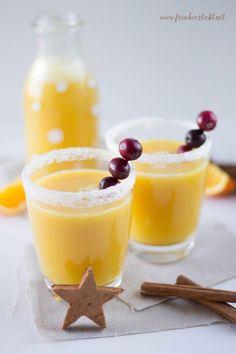 Momentan ist es bitterkalt in Berlin und plötzlich blinkt in meinem Kopf ein Gedanke auf: ein Heißgetränk mit einem Hauch Weihnachten. Wie wär's mit einem Zimt Orangen Weihnachtstrunk?