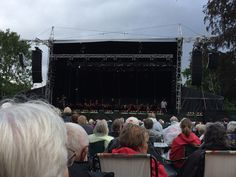 Opera på Slottet med Odense Symfoniorkester i Kongens Have ifm HCA festivalen august 2014 Skidt med det regner☔️