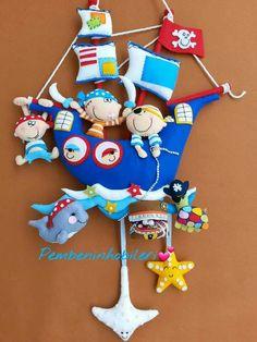 Diy And Crafts, Crafts For Kids, Felt Wall Hanging, Sea Activities, Pirate Crafts, Felt Toys, Felt Fabric, Felt Art, Baby Room Decor