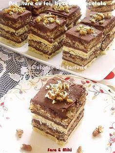 Pastry with cakes, meringues and chocolate Romanian Desserts, Romanian Food, Sweets Recipes, Cake Recipes, Dessert Drinks, Mini Desserts, Ice Cream Recipes, Something Sweet, Chocolate Recipes