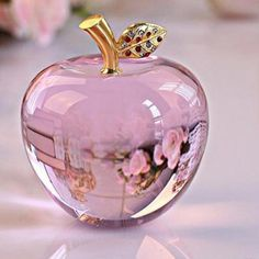 Crystal Apple Paperweight Wedding Decoration Crystal Ball Craft Christmas Gifts for Kids Swarovski Crystal Figurines, Swarovski Crystals, Crystal Aesthetic, Apollo Box, Magical Jewelry, Christmas Crafts For Gifts, Glass Figurines, Fantasy Jewelry, Pretty Wallpapers
