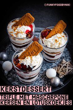 Trifle met lotuskoekjes mascarpone en kersen - FunkyFood by Niki Cookie Desserts, Sweet Desserts, Easy Desserts, Sweet Recipes, Delicious Desserts, Yummy Food, Winter Desserts, Christmas Desserts, Baking Recipes