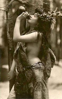 Vintage+Photographs+of+Gypsy+Women++(5).jpg 501×800 pixels
