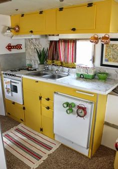 Mooie gele keuken