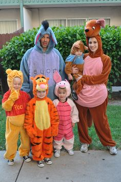 winnie the pooh roo costume Disney Group Costumes, Friend Costumes, Disney Halloween Costumes, Cute Costumes, Halloween Kids, Piglet Halloween Costume, Family Costumes For 4, Costume Ideas, Zombie Costumes