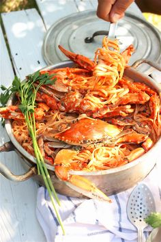 Crab Spaghetti, cant wait for summer Crab Meat Recipes, Pasta Recipes, Cooking Recipes, Greek Recipes, Italian Recipes, Crab Spaghetti, Greece Food, Greek Dishes, No Cook Meals