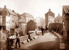 Robin Hoods Bay by Frank Meadow Sutcliffe Vintage Pictures, Old Pictures, Old Photos, Yorkshire England, North Yorkshire, Whitby England, Victorian Photos, Victorian Era, Robin Hoods Bay
