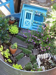 This art that makes me happy: fairy garden. So cute !!!