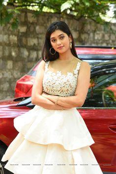 Most Beautiful Models, Beautiful Girl Image, Beautiful Bollywood Actress, Beautiful Indian Actress, Desi Girl Image, Cute Girl Face, Indian Beauty Saree, Hottest Photos, Indian Actresses