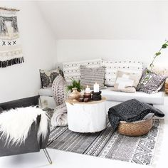 WEBSTA @ skovbon - Our cozy corner at the loft... This is actually a part of one of the guestrooms and our homeoffice I showed you yesterday. #interior #interiør #bohemiandecor #danishdesign #boho  #mandala #interiør  #boligliv #myhome #interior123 #jungalowstyle #interiorinspirasjon  #boheme #interior4all #interior_and_living #dream_interiors #homestyling #homeinterior4you #charminghomes #monochrome #inspire_me_home_decor #white  #inredningsdesign #nordicstyle #vakrehjemoginterior…